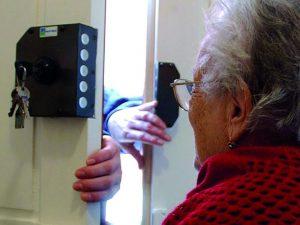 Si fingeva un tecnico dell'Enel e truffava gli anziani: arrestato un 32enne