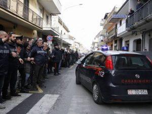 Camorra, blitz dei carabinieri all'alba: undici indagati nel napoletano