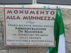Al Vomero una targa contro de Magistris sui cassonetti della discordia