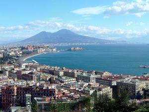 Meteo Napoli weekend 13-15 ottobre, autunno rinviato: sole e temperature sopra la media