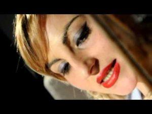Lucia Caruso, l'ultimo gesto prima del suicidio: un bacio ai fan, poi si lancia nel vuoto