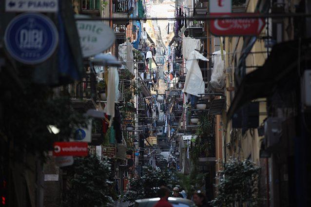 Vicoli di Napoli (Getty).