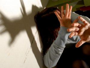 Choc a Castel Volturno: 26enne sotto l'effetto di droga violenta una 15enne