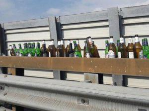 Tangenziale corso Malta, il folle gioco del tiro alla bottiglia dal cavalcavia