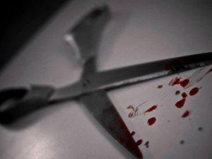 Orrore a Mondragone, si pugnala al cuore con le forbici: morto un 41enne