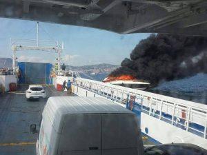 Imbarcazione prende fuoco al largo di Pozzuoli-Bacoli: salvate 2 persone