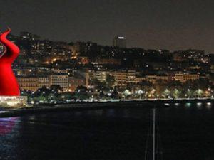 Natale a Napoli con un corno gigante da 60 metri: vince la struttura della società di N'Albero
