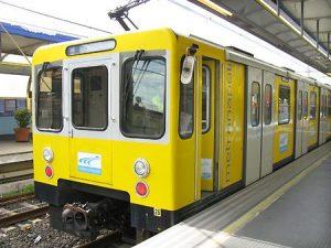 Comune di Napoli, maxi mutuo da 150 milioni per comprare i treni della metro