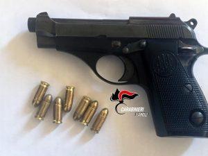 Napoli, serata in discoteca con una pistola carica: arrestati 6 ragazzi