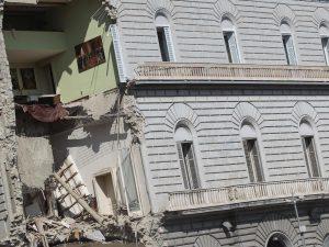Il 12 luglio, dopo 4 anni dal crollo del palazzo, riapre al traffico via Arco Mirelli