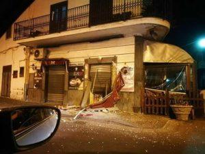L'esterno del bar dopo l'esplosione (Fonte Foto: Facebook)