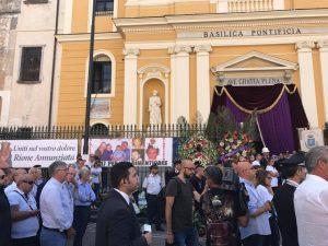 Crollo a Torre Annunziata, oggi è il giorno dei funerali delle vittime: il paese in lutto