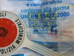 Napoli, sequestrate 5mila buste della spesa illegali e nocive
