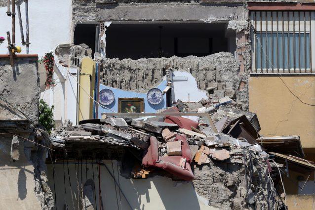 Crollo Torre Annunziata, identificate le prime 2 vittime: sono marito e moglie