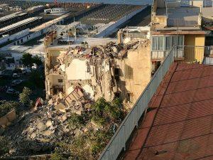 Crollo a Torre Annunziata, otto morti: la procura indaga per omicidio colposo plurimo