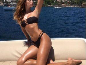 Dayane Mello, in vacanza tra Capri e Ischia sfoggia un corpo mozzafiato