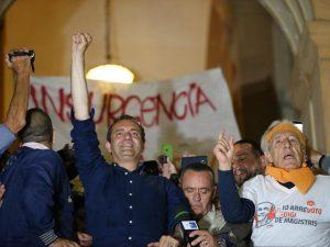 Rifiuti, case, migranti: i centri sociali che l'hanno votato si ribellano a De Magistris
