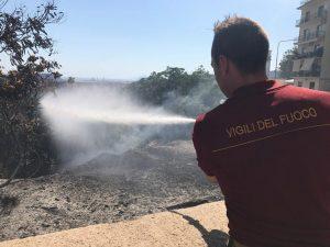 Vesuvio, nella terra delle discariche costretti a gettar acqua sulla monnezza