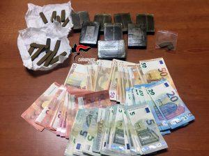 Torre del Greco, arrestata 35enne: in casa 1 chilo di hashish e 2mila euro