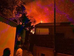Incendio Torre del Greco: fiamme circondano le case, evacuati gli abitanti