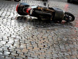 Scontro frontale tra uno scooter e un furgone: muore un carabiniere di 25 anni