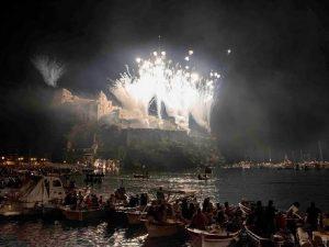 Rischio maltempo, Ischia rinvia la festa di Sant'Anna a mare agli scogli