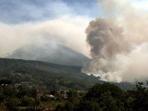 Incendio sul Vesuvio, la situazione aggiornata