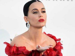 Katy Perry in vacanza a Capri tra mare e balli sfrenati