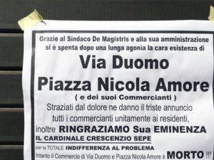 """""""Via Duomo e piazza Nicola Amore sono morte"""": protesta contro il cantiere della metro"""