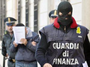 Camorra, maxi blitz della Finanza in tutta Italia: ci sono 17 arresti