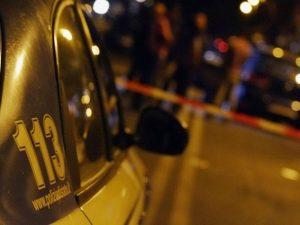 Sparatoria tra la folla a Frattamaggiore: rapinatore ucciso da gioielliere
