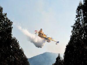 Incendio sul Vesuvio, i Canadair italiani sono pochi: la Francia ce ne presta due