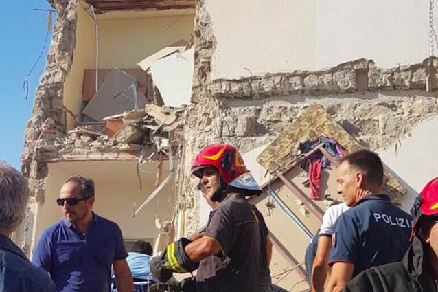 Torre Annunziata, crolla palazzo: 6 dispersi. Individuate due vittime