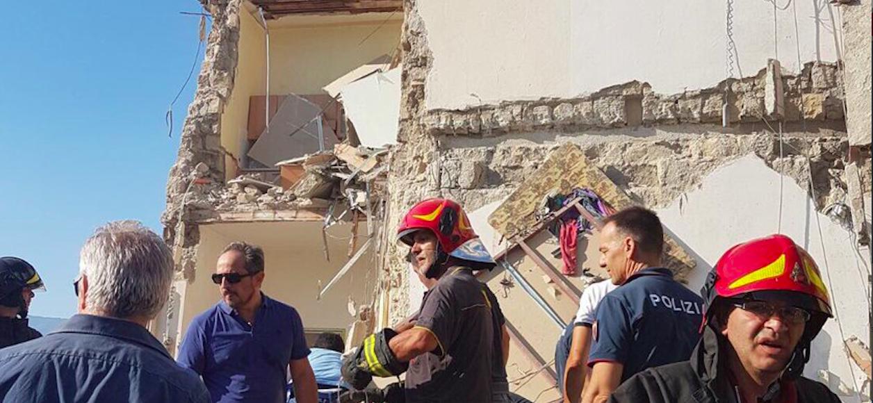 Torre annunziata crolla palazzo 6 dispersi individuate for Piani di cabina della torre di fuoco