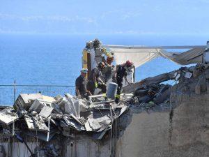 Torre Annunziata, torna la paura dei crolli: cadono calcinacci da una chiesa