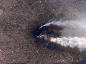 La foto degli incendi sul Vesuvio visti dalla stazione spaziale orbitante internazionale ISS