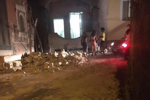 Terremoto Ischia, il bilancio alle ore 23: un morto, 7 dispersi (3 bambini), 25 feriti