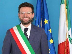 Acerra, incidente per il sindaco Raffaele Lettieri: finisce in ospedale