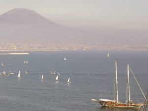 La coltre di smog su Napoli e l'area Vesuviana