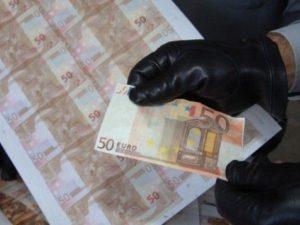La banda delle banconote false da 50 euro: ne producevano 30mila al giorno
