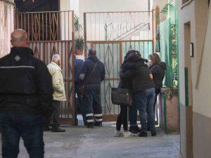 Taglia la gola ai genitori, poi si dà alla fuga: orrore in provincia di Caserta