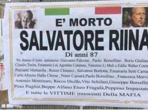 Morte Totò Riina, a Ercolano manifesti funebri coi nomi delle vittime del Capo dei capi