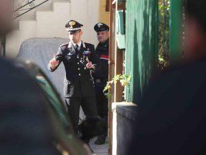 Taglia la gola al padre e alla madre, i carabinieri fermano il figlio in fuga