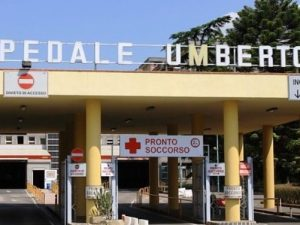 Il chirurgo sta operando, gli rubano il portafogli: vergogna all'ospedale di Nocera