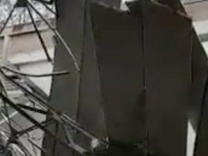 Maltempo, crolla il tetto della palestra di una scuola di Aversa: tragedia sfiorata, dentro c'era una classe