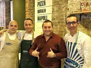 Gino Sorbillo all'interno della sua pizzeria a New York