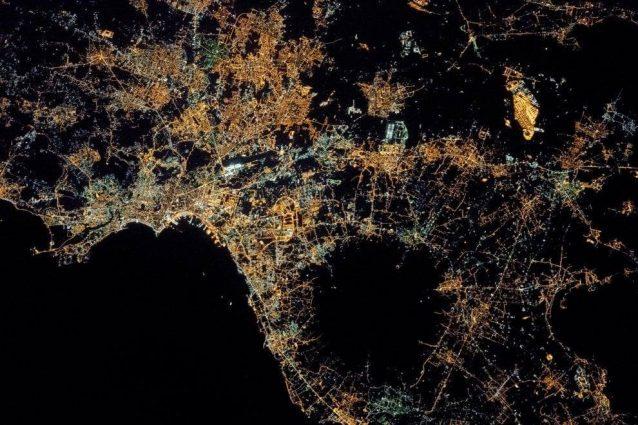 Napoli dallo spazio: la foto spettacolare pubblicata sul sito della NASA