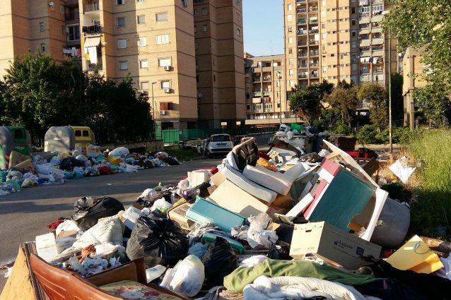 Rifiuti Napoli: Stir pieni, è allarme