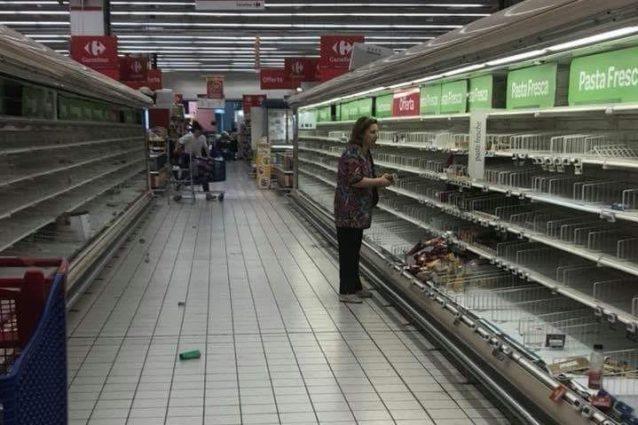 Chiude il Carrefour del Centro commerciale Campania: caccia agli ...