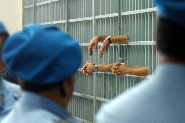 Nel carcere di Secondigliano 3 agenti positivi. Tamponi per